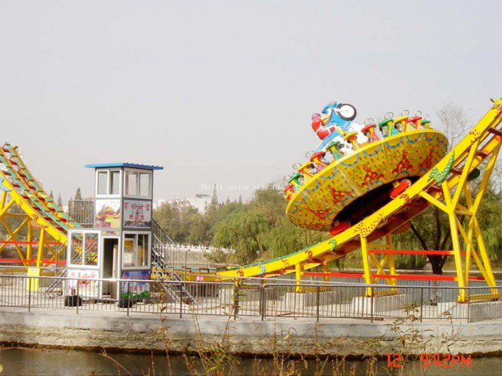Perfect thrill attraction flying UFO ride